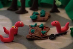 Червячки копают огород