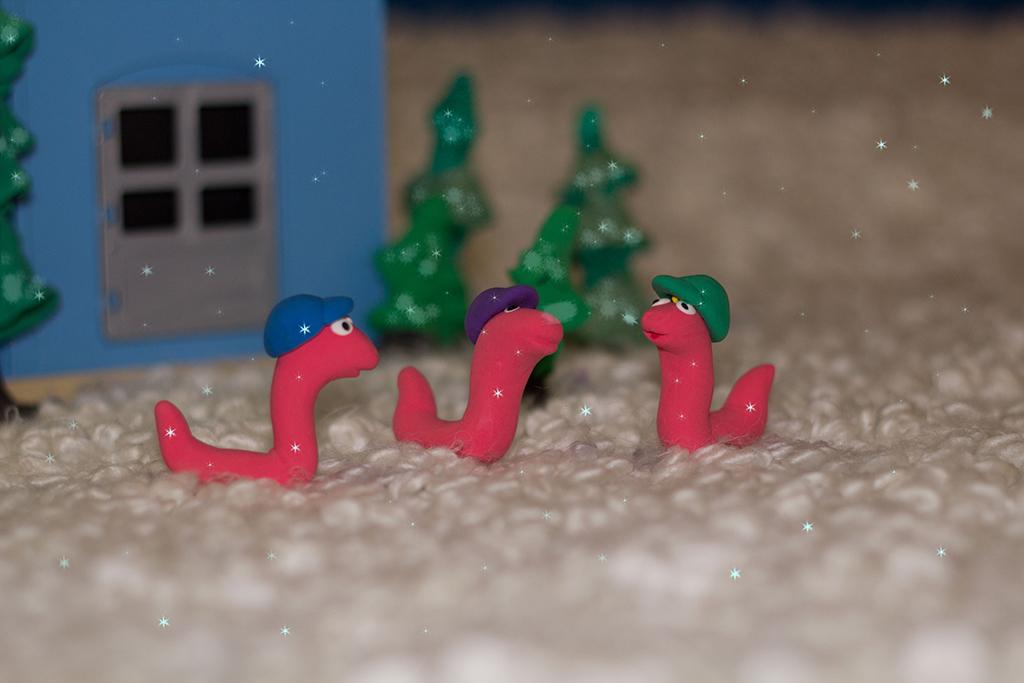 Червячки в кепочках увидели первый снег